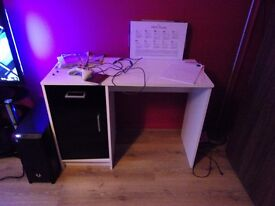 White desk in good condition. Pick up only WF7. £20