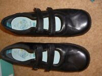 Girls clarks leather shoes size 2E excellent condition worn twice