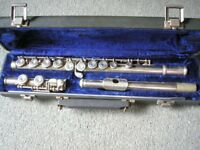RAYNOLD MEDALIST USA FLUTE 18516 WITH HARD CASE.
