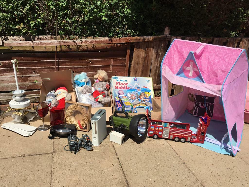 Xbox 360 (rrod) mixed job lotin Leamington Spa, WarwickshireGumtree - I have for sale a job lot of stuff ideal for car boot etc, Xbox 360 (rrod), cyclops light, ceiling fan light, pop up childrens vet tent,loads of me to you bears, toys and doughnut maker all in photo, no offers, £15 as Im unable to do car boot...