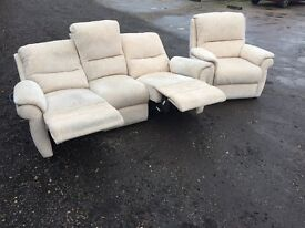 Italian Fabric Electric Sofa Recliner Excellent Condition, Free delivery In Norwich,