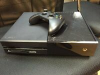 XBOX ONE 500GB WITH ONE CONTROLLER GRADE A CONDITION WITH BUILT IN GAMES