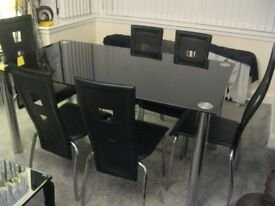 BEAUTIFUL BLACK GLASS HIGH QUALITY DINNING TABLE PLUS 6 CHAIRS