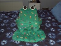 Frog Proppababy support seat for babies / baby