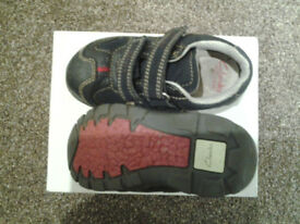 Clarks toddler shoes size 5 F navy