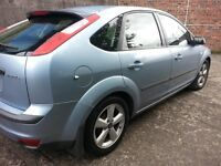 FORD FOCUS ZETEC CLIMATE,,1.6L PETROL ENGINE,,MOT TILL APRIL 2018,,SERVICE HISTORY,,,DRIVES WELL