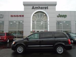 2016 Chrysler Town & Country Touring L with/Leather Interior