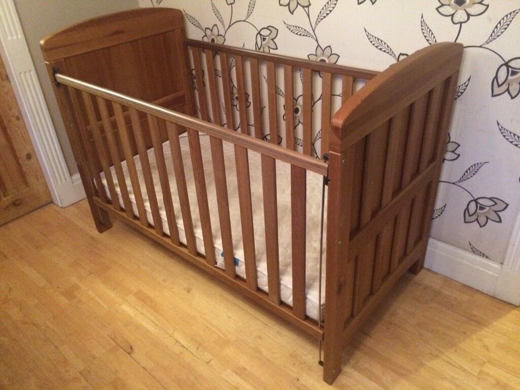 MAMAS AND PAPAS COT BED IN SOLID WOOD