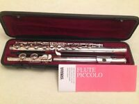 YAMAHA FLUTE 211S II SILVER-PLATED - PRISTINE CONDITION IN YAMAHA CASE + MUSIC STAND + CLEANING ROD
