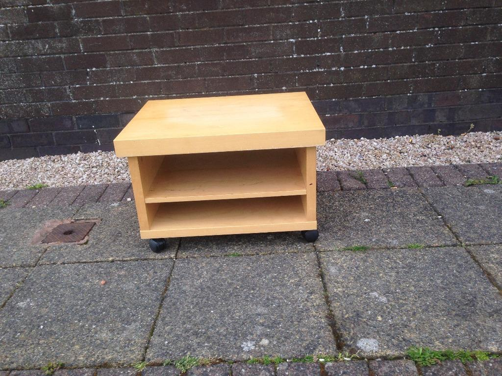 Small wooden tv stand for sale in stevenston north for Petite table tv