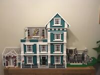 **Beautiful, large collectors DOLLS HOUSE**