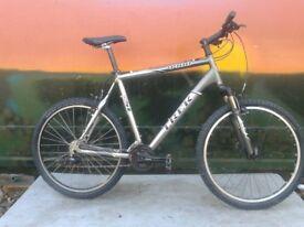 TREK 4400 Super Light Aluminium Mountain Bike XL Bike 22.5 inch frame Mavic