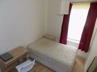 Lovely 1 Double Bedroom in 3 Bedroom House Share In Salford Close to University