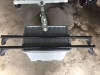 Car roof bar system with clip into rain gutter system