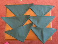 6 Dark Green Serviettes / Table Napkins
