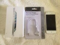 32g APPLE IPOD 5 WITH BOX AND CHARGING LEAD