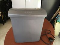 Paper Shredder, Fellowes P400C-2 Grey. In Working Order, Good For Home.