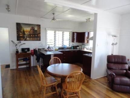 Large room available in house 2 blocks from Cairns Esplanade