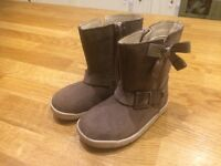 GORGEOUS BRAND NEW CLARKS GIRLS WINTER BOOTS INFANT SIZE 5F