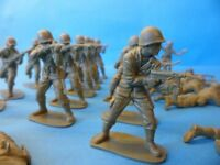 A collection of vintage Airfix plastic soldiers from World War II, 5 cm high and scale 1/32