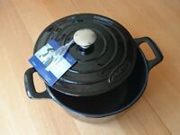 24cm Round Cast Iron Lidded Casserole Dish/Dutch Oven/French Cocotte 3.5L Black Enamel - Marc Veyrat