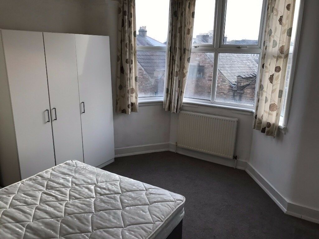 2 x DOUBLE ROOMS TO RENT IN BOUNDS GREEN PICCADILLY LINE (ZONE 3)