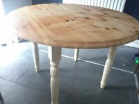 Country style round dining table