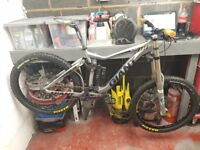 Giant Glory 00 2011 Downhill bike TOP SPEC MODEL