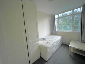 Lovely room near Stratford zone 2