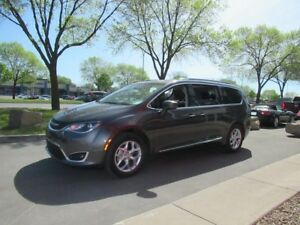 2017 Chrysler Pacifica Touring-L Plus*DVD*ROOF*WOW!