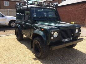 Land Rover Defender 200tdi. L reg in green.