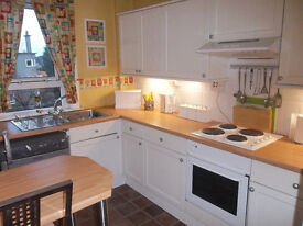 SPACIOUS BRIGHT & AIRY 2 BED FLAT - RENFREW