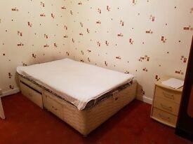 Room in 3 bedroom flat