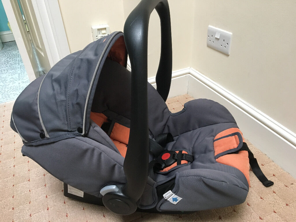 Maclaren baby car seat 0-9months 0-13kg good condition   in Redhill