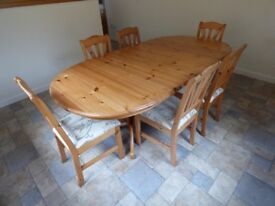 LARGE PINE DOUBLE PEDESTAL EXTENDING DINING TABLE AND SIX CHAIRS