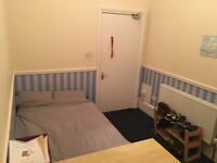 Room for Rent: 2 minutes from University of Glasgow!