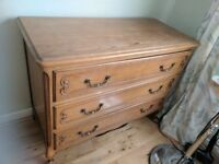 Oak chest of drawers