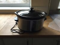 Brand new never used Slow cooker