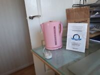 a brand new unused Kettle in pink