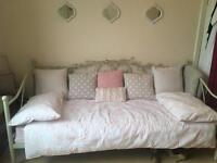 Single bed/daybed Ikea