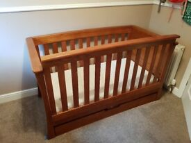 Mamas and papas cot/daybed and drawer changing unit for sale