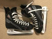 Ice hockey skates - Almost NEW - Great Christmas present