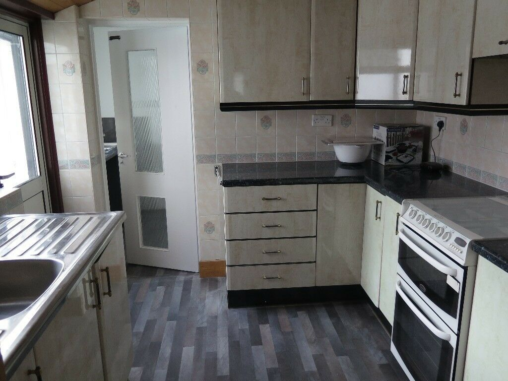 A 3/4 Bedroom House in North Finchley with Driveway | in ...