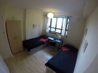 D) STRATFORD TWIN ROOM! ONLY £80 per person !