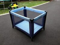 TRAVEL COT ./BED