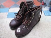 MEN'S SAFETY BOOTS SIZE 9 BROWN