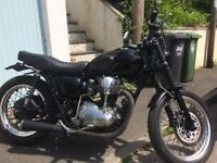 Price reduced - Classic Kawasaki W650 - 2001 part customised