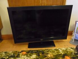 LG 32 inch LED TV 4 years old in excellent condition.