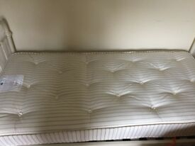Brand new Feather and Black single mattress - pocket sprung - Walthamstow (near St James St)
