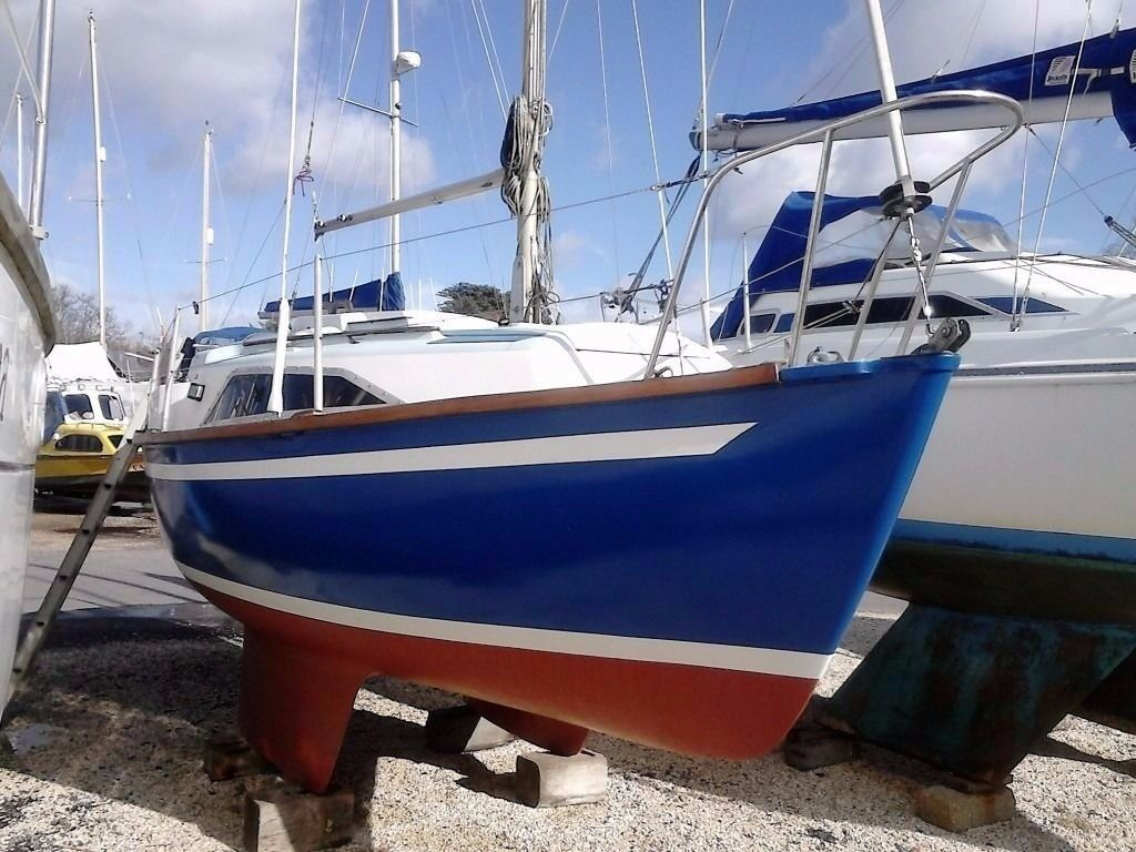 6m sailing boat - sold with free layup